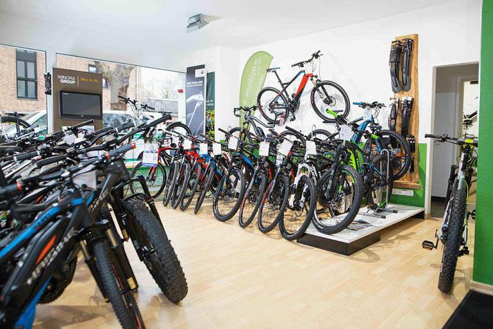 Entdecke die größte e-Mountainbike Markenvielfalt und kompetente Beratung von unseren Experten im e-motion e-Bike Premium Shop in Köln