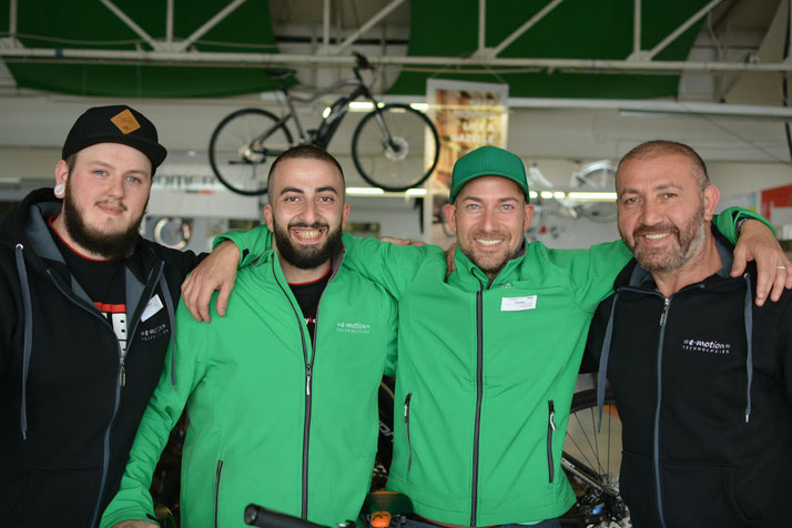 Beratung zu City e-Bikes in der e-motion e-Bike Welt Saarbrücken