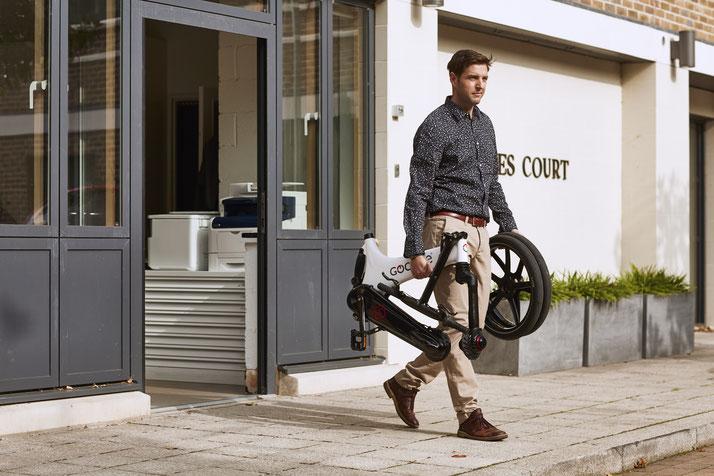 Lernen Sie die praktischen Eigenschaften von Falt- und Kompakt e-Bikes im Shop in Berlin-Mitte kennen