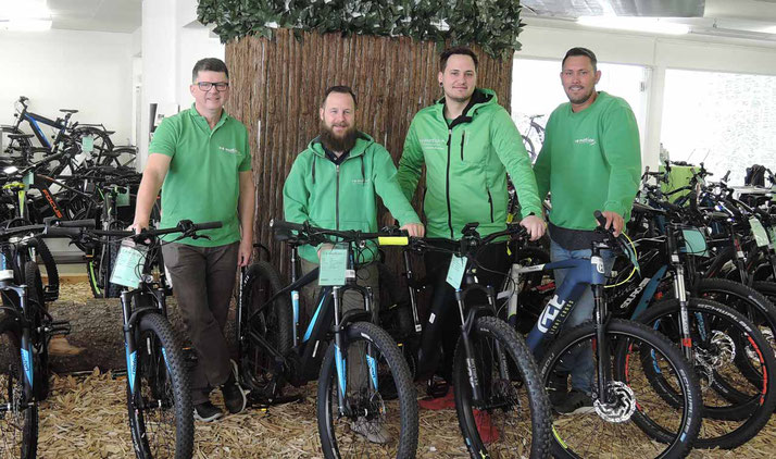 Beratung zu City e-Bikes in der e-motion e-Bike Welt Stuttgart