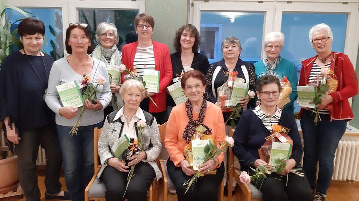 Von links: Geli Buschle (2. Vorsitzende), Gretel Eitel, Angelica Müller, Inge Bulling, Margit Jaenke, Rita Lange, Helene Ocker, Gabi Müller sitzend: Renate Quilitz, Berta Bauer und Gertrud Fauser.