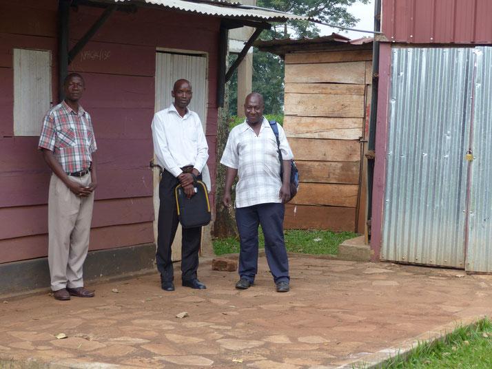 Robert Nsuboga (l) und und Robert Jjuuko (m) mit einem Kollegen