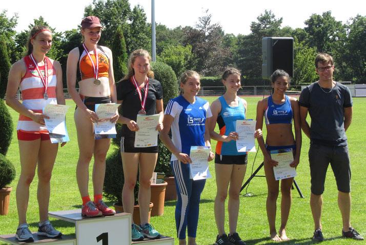 Antonia Schell (3. v. li) bei der Siegererhung in Bad Homburg