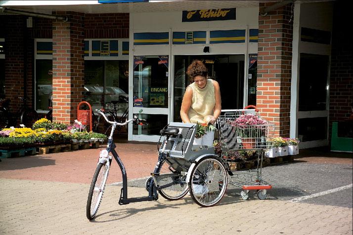 Einkaufen mit einem Shopping-Dreirad für Erwachsene