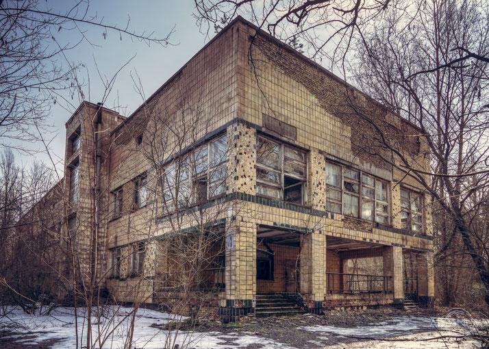 Hospital No.126 in the Abandoned City of Pripyat | Krankenhaus Nr.126 in Prypjat