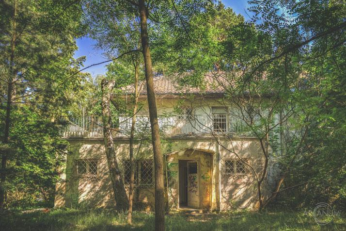 Abandoned Doctor's Villa | Verlassene Arztvilla einer Lungenklinik