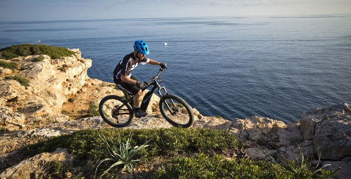 Von Infos über Antriebe bis zu den häufigsten Fragen Rund um das Thema e-Bike, bietet die e-Bike Info's Seite alles wissenswertes zum e-Bike.