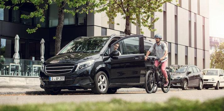 Das ABS greift in den Bremsvorgang ein und bremst das e-Bike reguliert ab sodass Fahrer die Kontrolle über das e-Bike behalten.