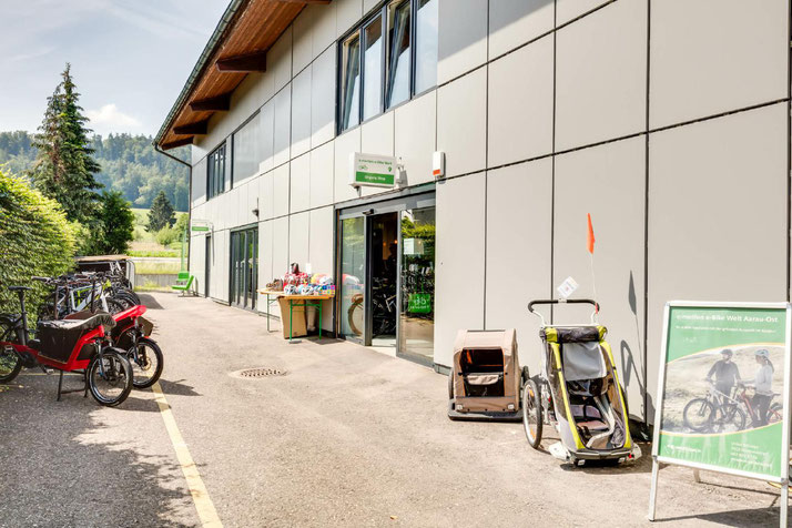 Im Shop in Aarau-Ost können Sie sich viele verschiedene City e-Bikes ansehen