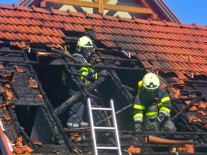 Atemschutzgeräteträger der FF Hainersdorf beim Einsatz