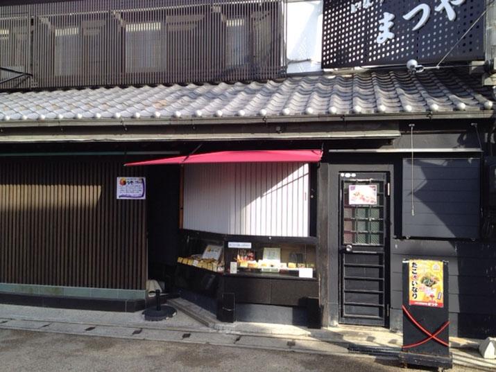豊川の和食料理屋さんの軒下に雨除けの固定式テントを施工