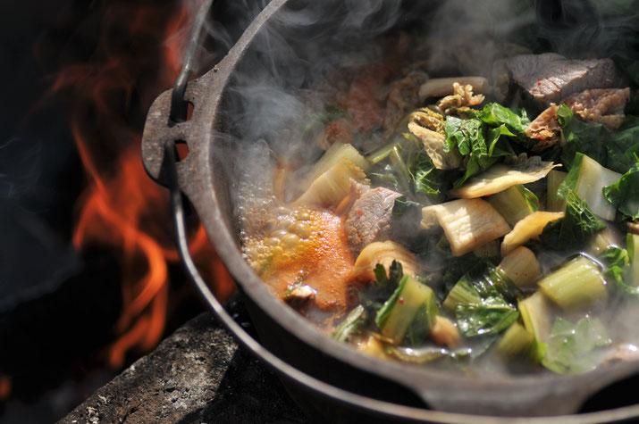 ダッチオーブンと焚火で作るキムチのチゲ@すどう農園「講座・火と暮らす」