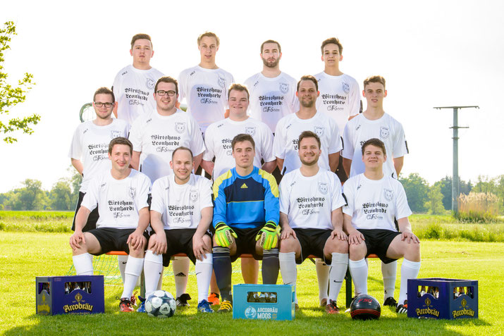 Die Mannschaft des Burschenverein Atting mit Spielertrainer Johannes Hilmer (1. R., 2. v. l.)