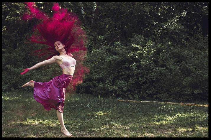 Tanzen, Freudentanz, Tanztherapie, das Leben tanzen, Bewegungstherapie, Körperpsychotherapie, dance like nobody is watching