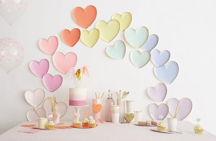 assiettes-coeurs-meri-meri-decoration-fete-pastel