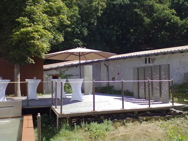 der Innenhof der Mastertmühle mit Terrasse und Sektempfang