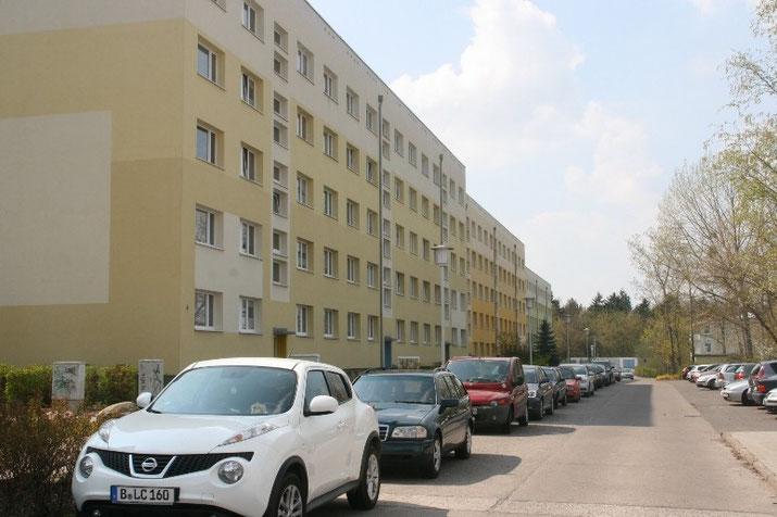 Häuserfront in der Neubrandenburger Niels-Stensen-Straße