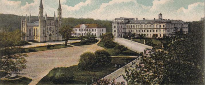 Zwischen der Schlosskirche und dem Schloss lag der Pavillon mit der Hofküche.