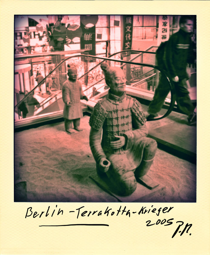 Pedro Meier – China Terrakotta-Krieger Berlin. Polaroid Diary 2005 PhotoArt by © Pedro Meier Multimedia Artist, Lyriker, Maler, Schriftsteller, Fotokünstler – Frühe Gedichte Amrain Verlag. Niederbipp. Bangkok BACC, SIKART, ProLitteris. www.Autorenwelt.de