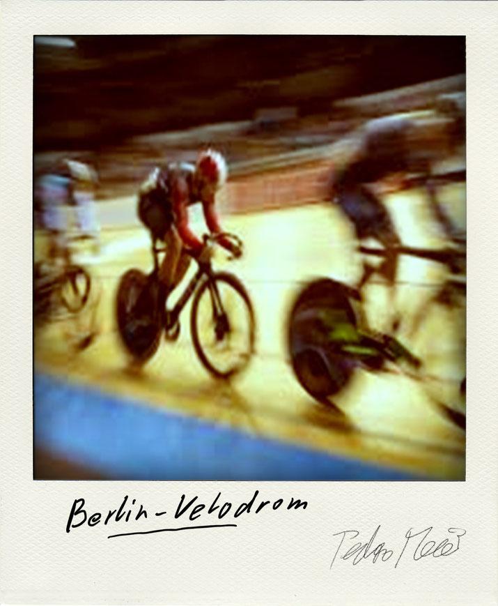 Pedro Meier – Velodrom Berlin. Polaroid Diary 2005 PhotoArt by © Pedro Meier Multimedia Artist, Lyriker, Maler, Schriftsteller, Fotokünstler. Zu: Frühe Gedichte Amrain Verlag. Niederbipp. Bangkok BACC, SIKART Zürich ProLitteris Visarte. www.Autorenwelt.de