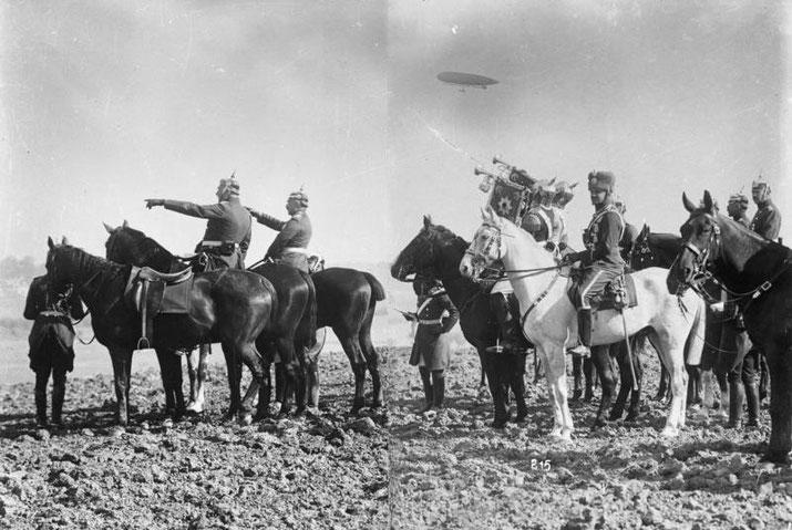 Der Kaiser mit seinem Gefolge beobachtet 1911 beim Manöver in der Uckermark das Ringen der roten mit der Blauen Gruppe. Foto: Bundesarchiv