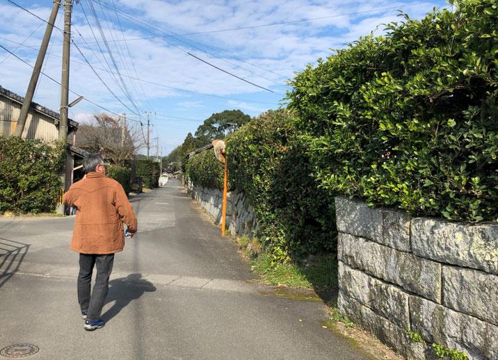 旧屋敷跡を散策するHさん