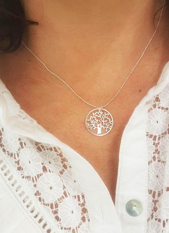 Collier médaille arbre de vie Manoléo Fantaisies idée cadeau maman