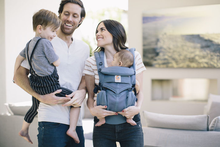 adventsgewinnspiel gewinne eine ergobaby trage im wert von 179 90 reiseblog f r baby und. Black Bedroom Furniture Sets. Home Design Ideas