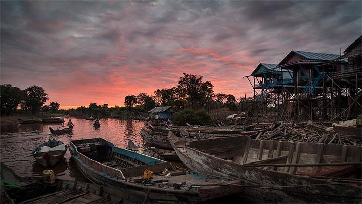 Amanecer en Kompong Phluk. Algo poco común para los ojos occidentales