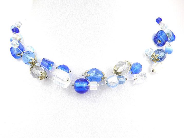 3-reihige Halskette aus Nylonschnüren blau weiß kristallklar
