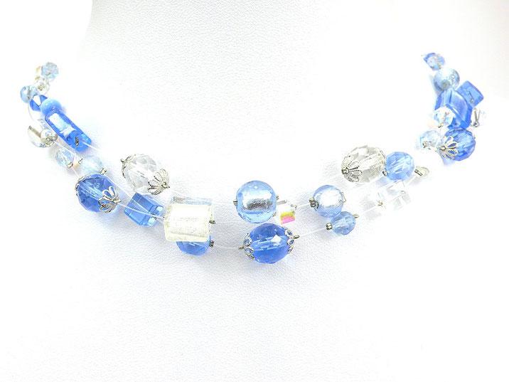 3-reihige Halskette aus Nylonschnüren mit Glasperlen hellblau weiß kristallklar