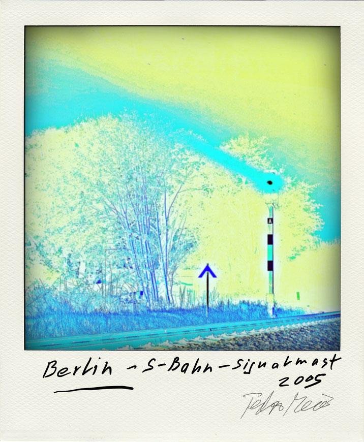 Pedro Meier – Berlin S-Bahn Signalmast – Polaroid Diary 2005 by © Pedro Meier PhotoArt, Fotokünstler, Lyriker, Maler, Schriftsteller, Autor Amrain Verlag, Niederbipp, Kunsthalle Olten, Bangkok BACC, SIKART Zürich, Visarte, ProLitteris. www.Autorenwelt.de