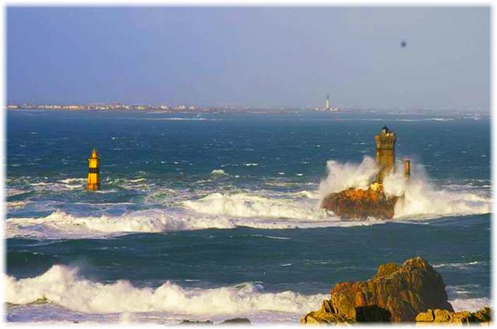 Herbst Bretagne, hohe Wellen in Frankreich