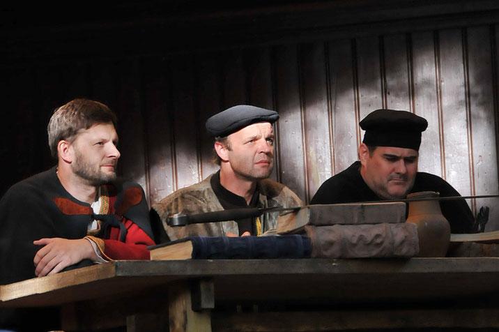 v.l.n.r.: René Schwab (hist. Gerichtsrecherche), Florian Adamski und Gerhard Sallner (die künstlerischen Leiter d. Schauspiels)