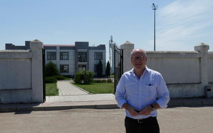 Mathias von Tucher ist Betriebsleiter von Donau Logistik. Das niederländische Unternehmen besitzt die Nutzungsrechte für Moldaus Donauhafen, steuerfrei, für 99 Jahre. Foto: Armin Ghassim