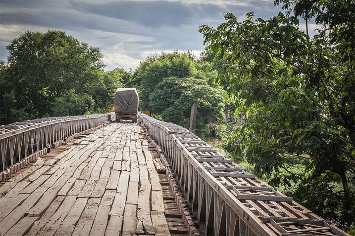 Puente en el viaje a Hakha