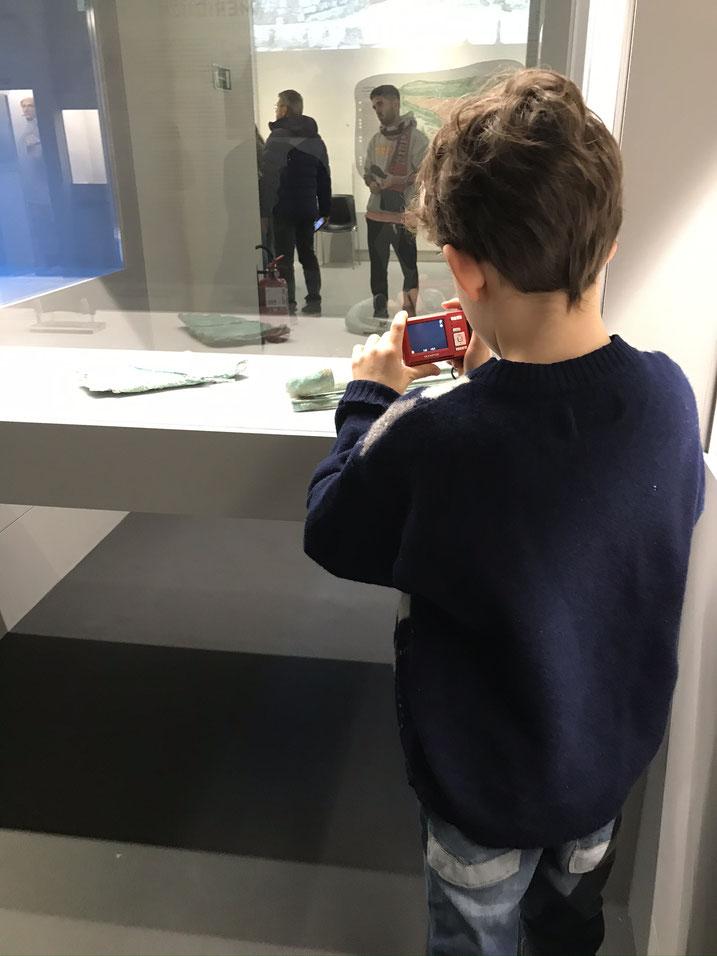 """#EtruschiBologna """"Viaggio nelle terre dei Rasna"""" - Tanti i bambini in visita alla mostra"""