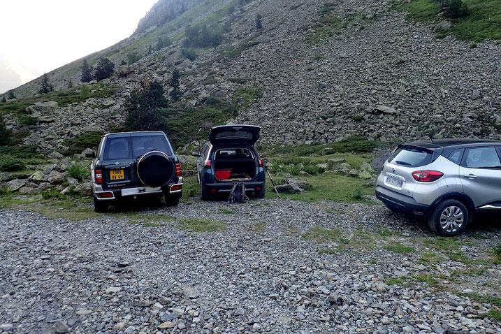 Parking dans la vallée de la Glère (1670m).