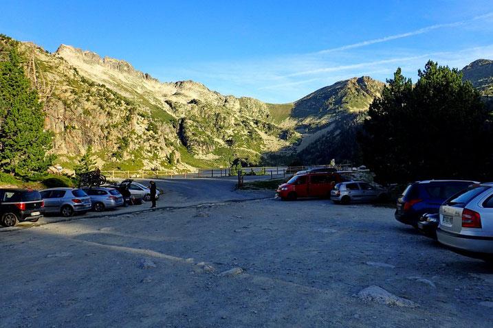 Parking du Lac d'Aubert (2158m).