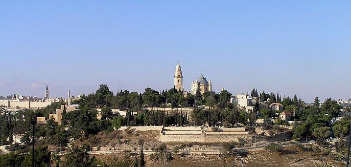 Sion est au départ le nom d'une des collines de Jérusalem, située au Sud-Ouest de la vieille ville. Par extension, Sion désigne la ville de Jérusalem dans son entier, ville chargée de symbole, siège de la théocratie jusqu'à sa destruction en 587 av J-C.