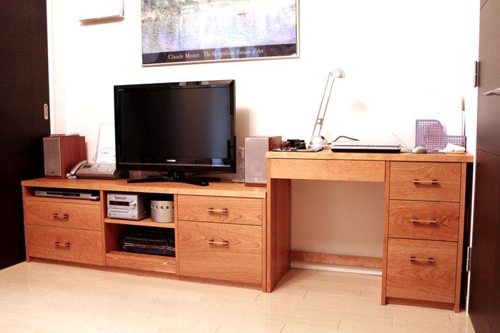 ウォルナットのシンプルテレビ台(愛川町・N様邸)フラップ扉