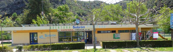 Cafetería del Centro de Aventura de Sobrón, en Sobrón, Álava, País Vasco, Euskadi.