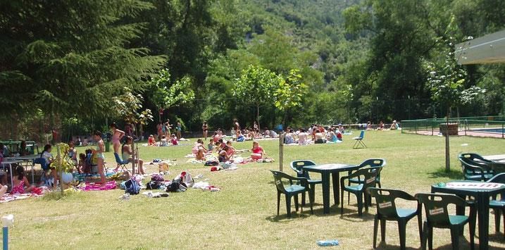 Zona de picnic del Centro de Aventura de Sobrón