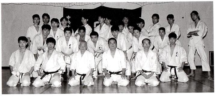 前列左2番目より武藤先輩、庄司師範、吉岡先輩
