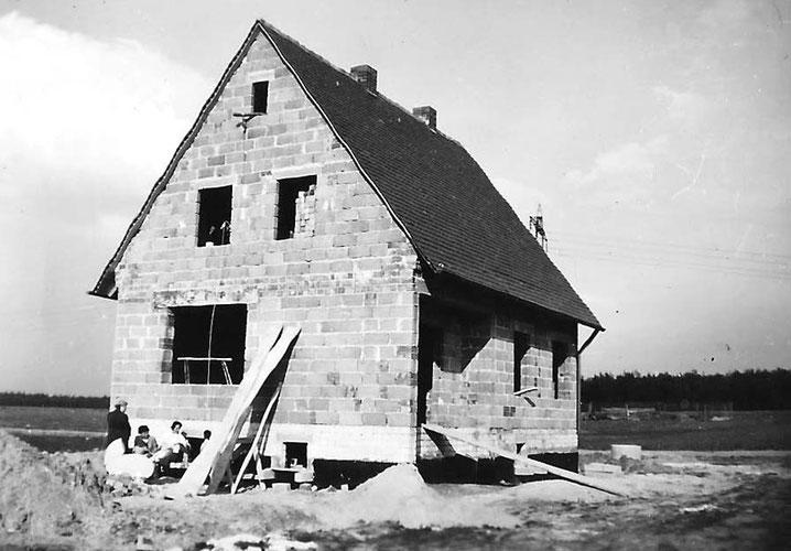 Unser Siedlerhäuschen vor noch unbebauter Naturlandschaft Anfang 1960