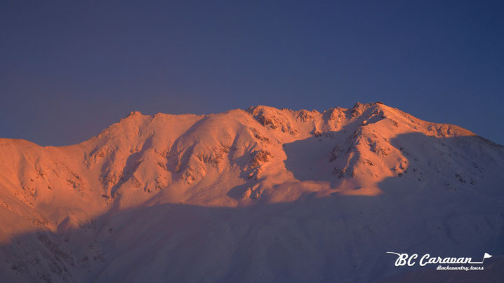 秋の立山は横から西陽が当たる。2017年11月21日