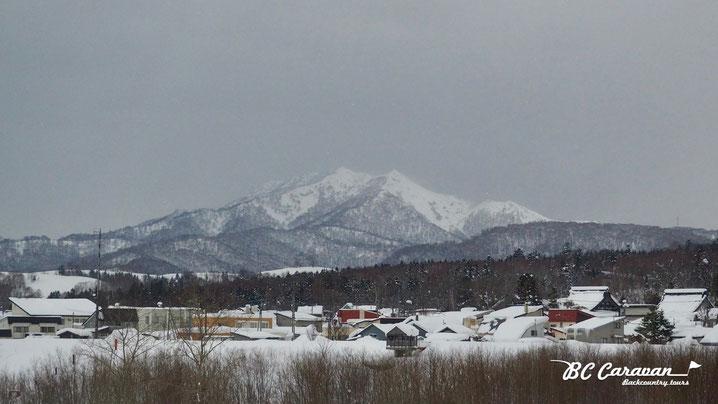 国道40号沿いから見える山々。