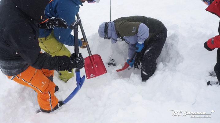 今年は1m深に雪崩トランシーバー(ビーコン)を埋めてトレーニングできるくらいの積雪がありました。