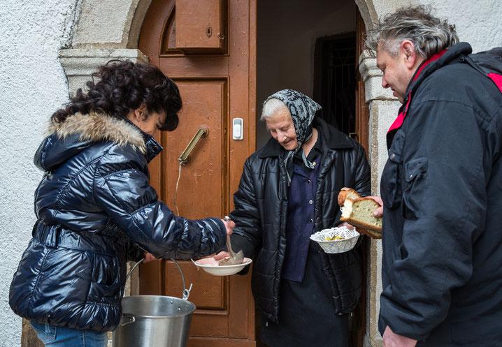 """Villavallelonga, festa di Sant'Antonio Abate: distribuzione della """"favata"""""""