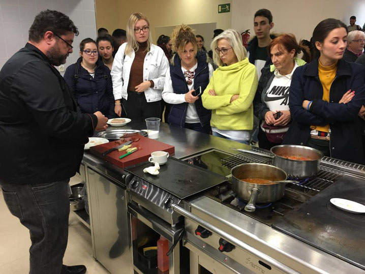 Bati Bordes (El Marino Dénia) en el CDT ante los alumnos del grado de gastronomía de la Universitat d'Alacant